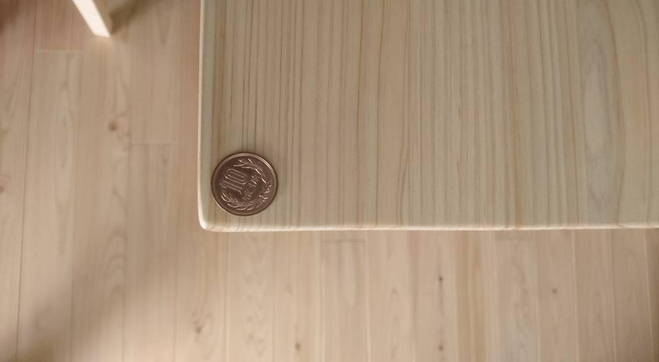 ヒノキダイニングテーブルTD 通常の角の状態